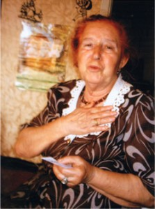 Mina Zalmanovna receiving a donation from the Survivor Mitzvah Project. BELARUS 2005